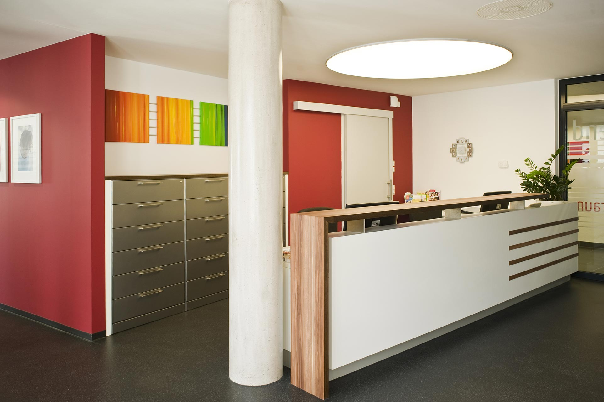 actica gmbh actica planen einrichten arztpraxis einrichtung und empfangstheke. Black Bedroom Furniture Sets. Home Design Ideas